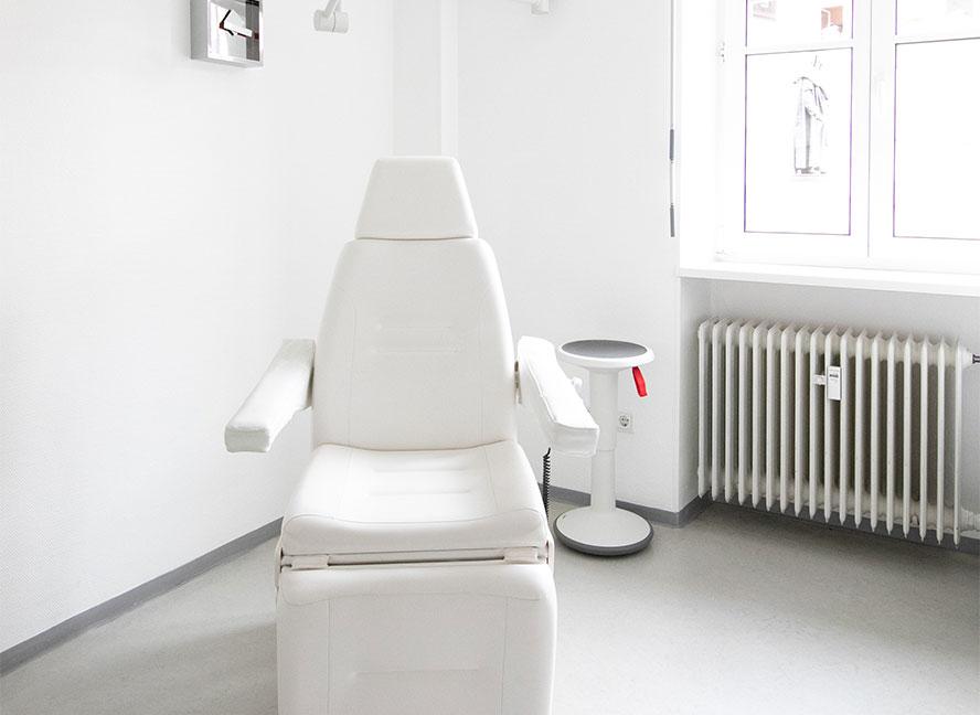 Behandlungsraum Dr. Schmitz Nürnberg