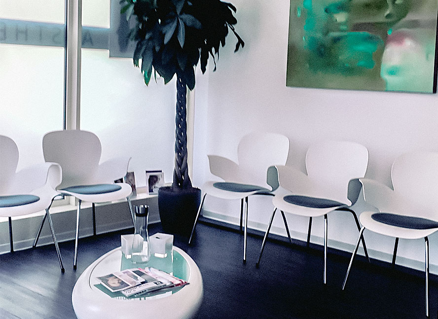 Wartezimmer PHILLIPS AESTHETICS Stuttgart | ICE AESTHETIC